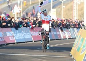 22-01-2017: Wielrennen: Wereldbeker finale: Hoogerheide HOOGERHEIDE (NED) velrijden  Joris Nieuwenhuis (Zelhem) wint de slotmanche van de wereldbeker veldrijden en zo ook de wereldbeker